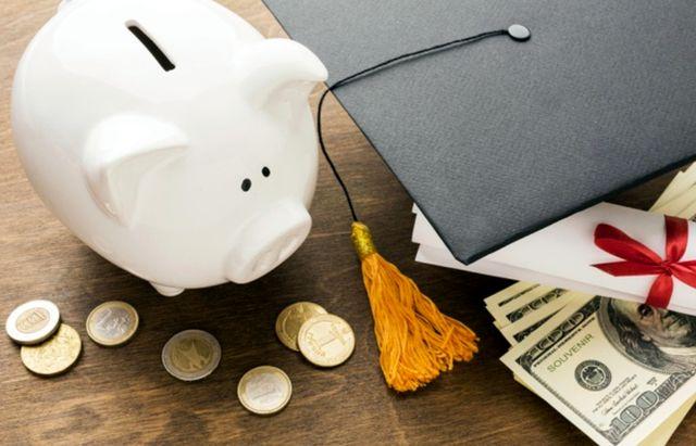 Академическая шапка с атрибутами расходов на образование