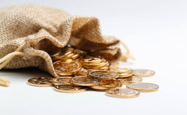 Золотые монеты высыпались из холщового мешочка